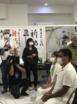 開票結果を選挙事務所で待つ翁長雄治.JPG